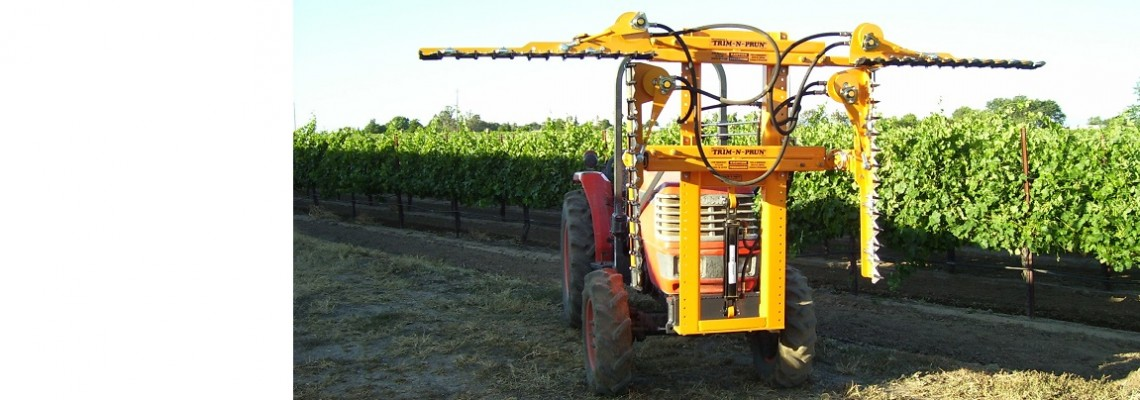 Clean-cutting trimmers for grapes and berries